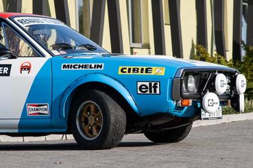 Mint szinte minden korabeli autónak, az R17-nek is jó áll a szegecselt sárvédőszélesítés