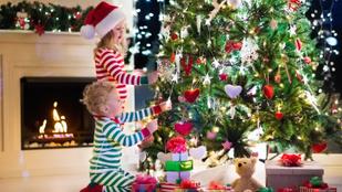 Így lesz csilivili karácsonyfa a műanyagból