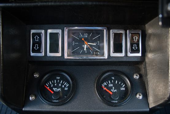 A Jaeger óra szép, a kiegészítő VDO műszerek inkább hasznosak