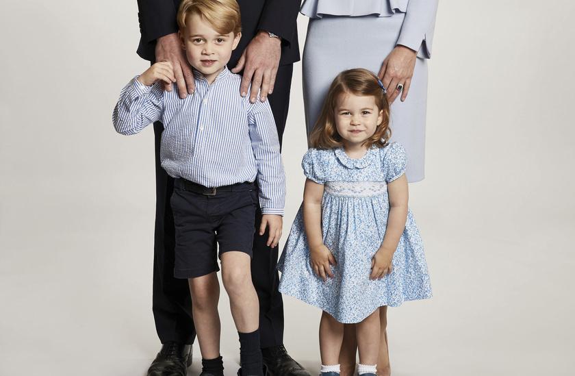 György és Charlotte a karácsonyi családi fotón