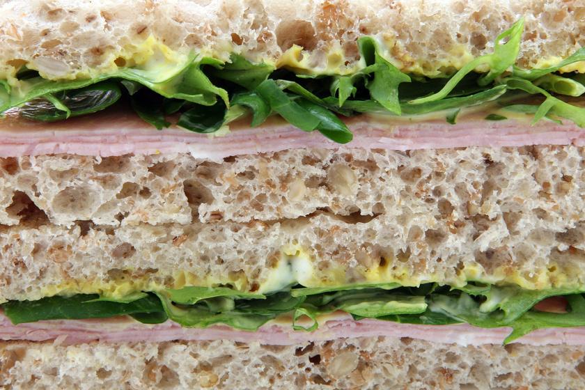 Kétféle koleszterin létezik: az egyik az étrendi koleszterin, ami az elfogyasztott táplálékok összetevője, úgy, mint a zsírok, a fehérjék vagy a vitaminok.