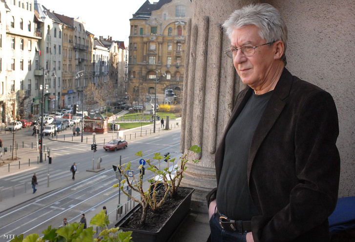 Cseh Tamás budapesti otthonának erkélyén 2008. áprilisában