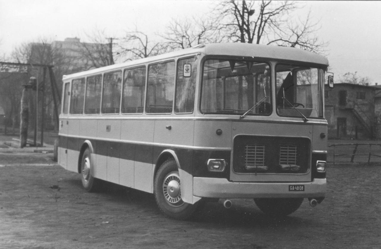 A Miskolci Közlekedési Vállalat dolgozói 1967-ben egy leselejtezett, 1955-ben gyártott Ikarus 601 alapjaira építettek egy panorámaablakos autóbuszt. A jármű 1966 szeptemberében történt leállításáig 804 ezer km-t futott Miskolcon. Átépítését követően még 9 évig különjárati kocsiként 170 ezer km-t teljesített és 1976 februárjában 977 195 km-el, 21 évesen került selejtezésre.