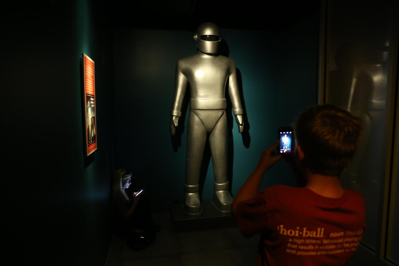 Gort, a robot, az 1951-es Amikor megállt a Föld című sci-fiből.