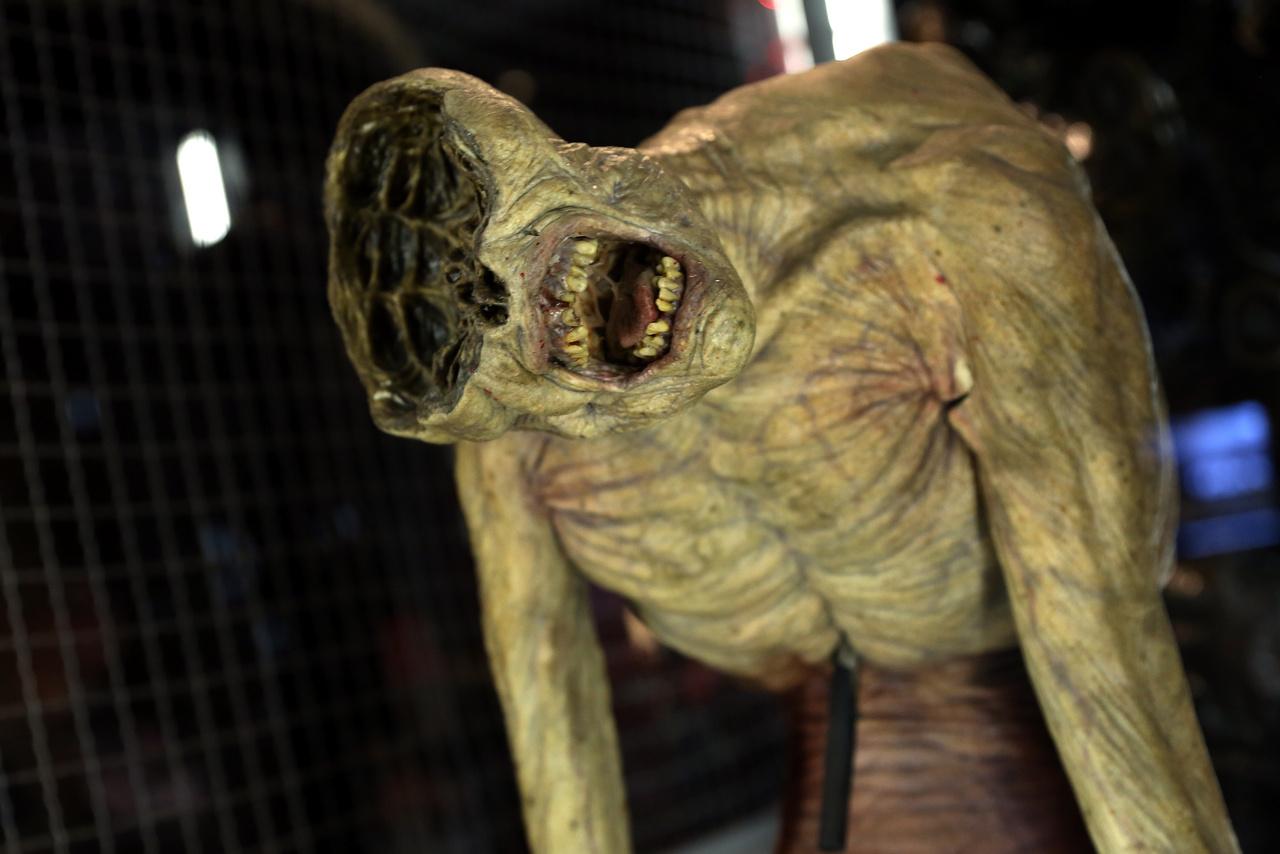 Bájos dögevő démon a Constantine, a démonvadász című filmből (2005).