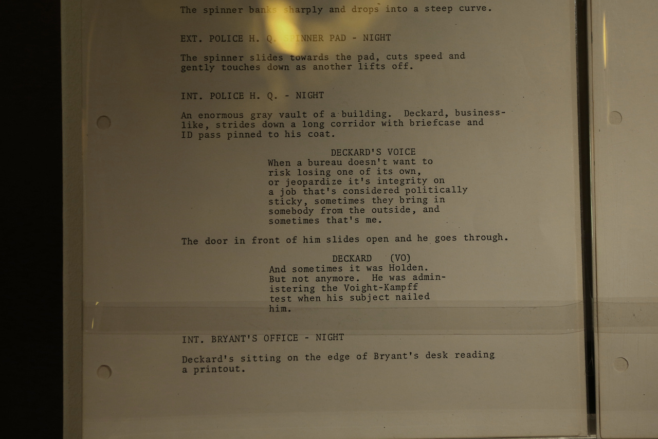 Egy oldal a Szárnyas fejvadász forgatókönyvéből.