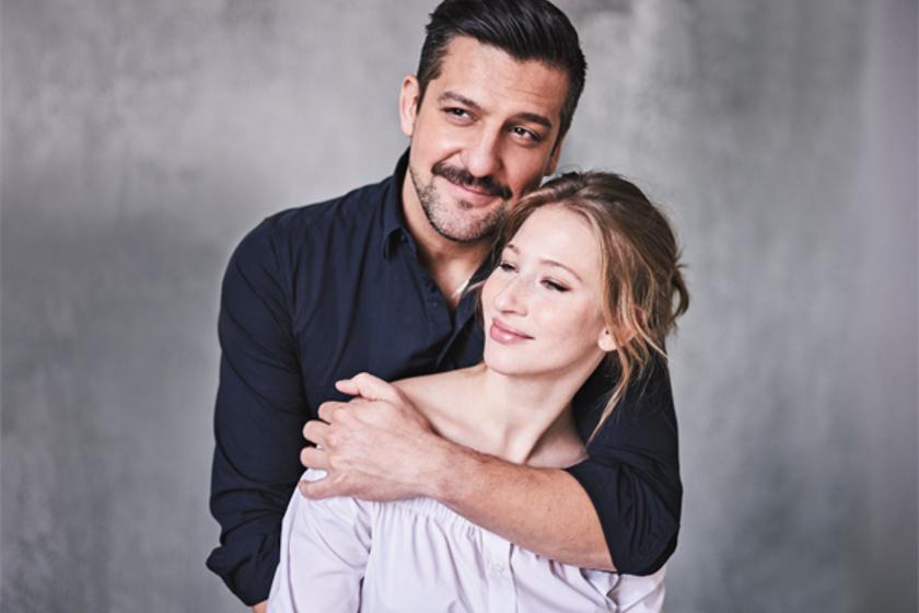 Csányi Sándor és Tenki Réka a Poligamy forgatásán szerettek egymásba 2008-ban. 2012-ben házasodtak össze, kislányuk, Luca pedig két évvel később született meg.
