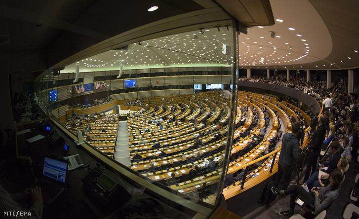 Képviselők az ülésteremben az Európai Parlament (EP) plenáris ülésén