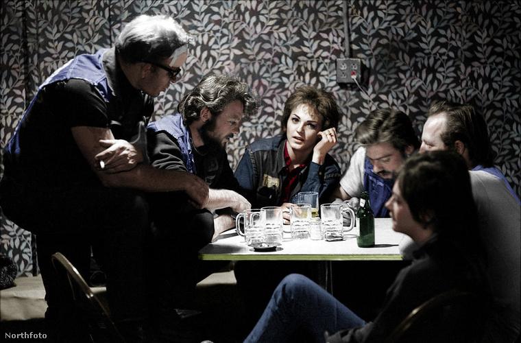A fényképeket egyébként a Life fotósa, Bill Ray, készítette 1965-ben, mikor egy újságíróval több hetet töltöttek el a motorosok társaságában.