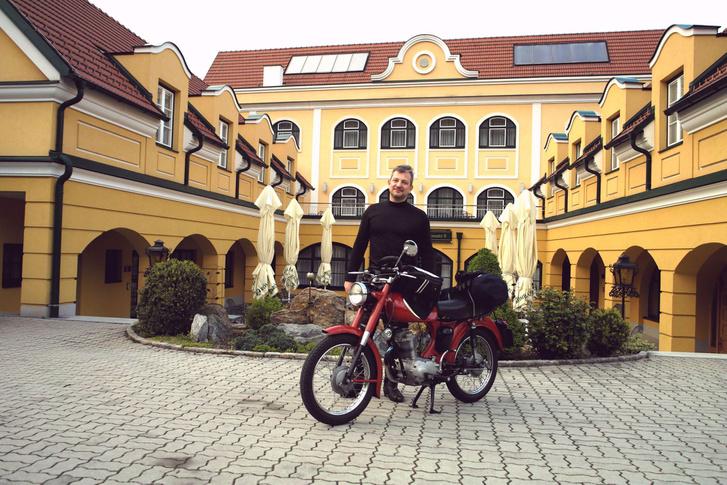 Lacus barátom már ott várt bennünket a rossatzi szálláson a tavaszi, weissenkircheni túrán. A Morinivel viszont én mentem