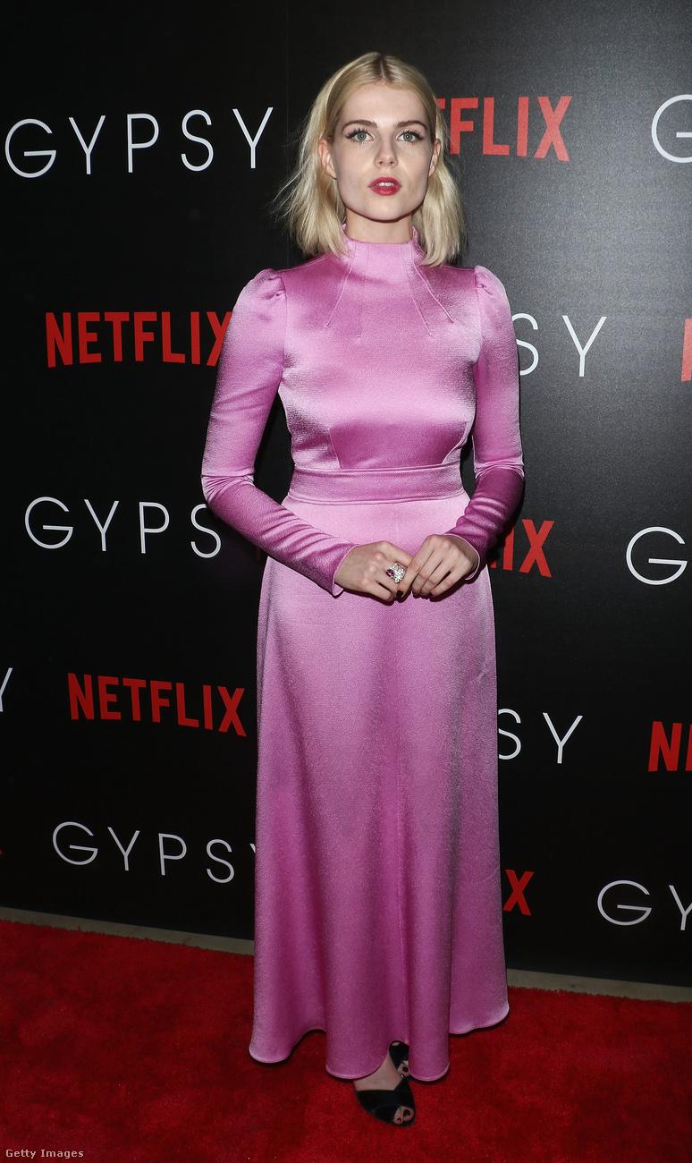 Lucy Boyton már hordja a 2018-as slágerszínét, a lilát.