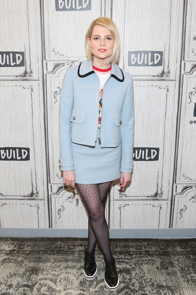 A New York-i színésznő gyakran indul el otthonról Chloé, Valentino vagy Prada ruhákban.