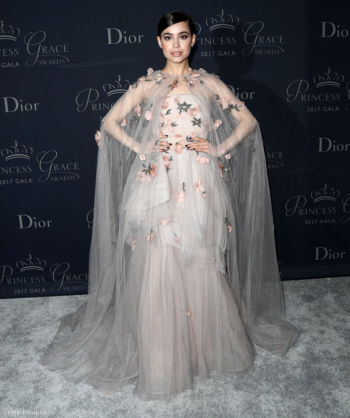 A 24 éves Sofia Carson már ilyen Dior csodákban pózol a vörös szőnyeges eseményeken.