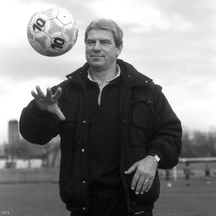 1990. november 27.:Jenei Imre. a román válogatott és a Steaua volt sikeredzője a DVSC tanácsadója lett.