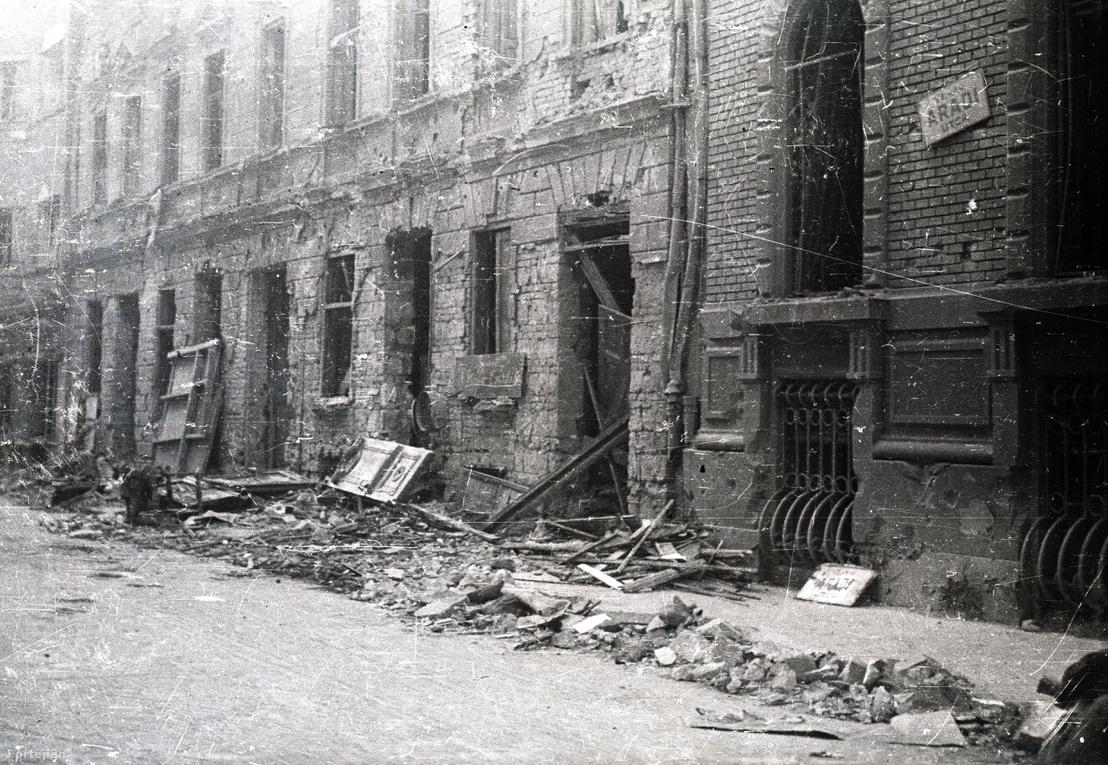Szétlőtt házak az Aradi utcában, 1944