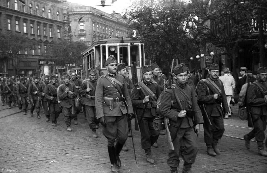 Katonák a Szent István körúton 1939-ben