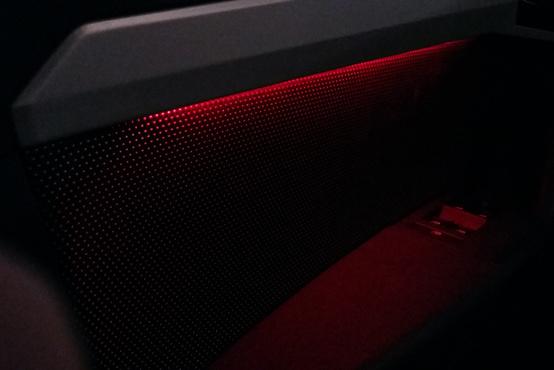 Piros világítás az ajtókban