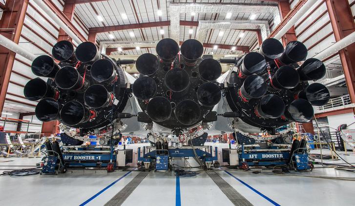 A Falcon Heavy a januári kilövésre várva