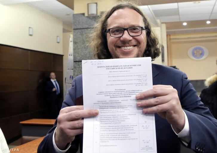 Szergej Polonszkij orosz milliárdos mielõtt átnyújtja a hivatalos elnökjelöltségérõl szóló dokumentumot