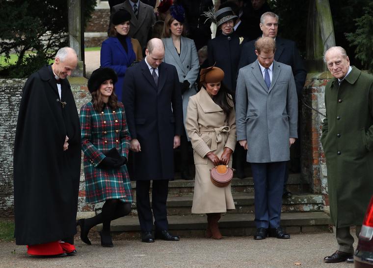 Egyébként ez volt az első alkalom, hogy Katalin és Markle nyilvánosan egy helyen tartózkodtak, úgyhogy a brit lapokban napokon keresztül az lesz a téma, hogy összehasonlítják őket.