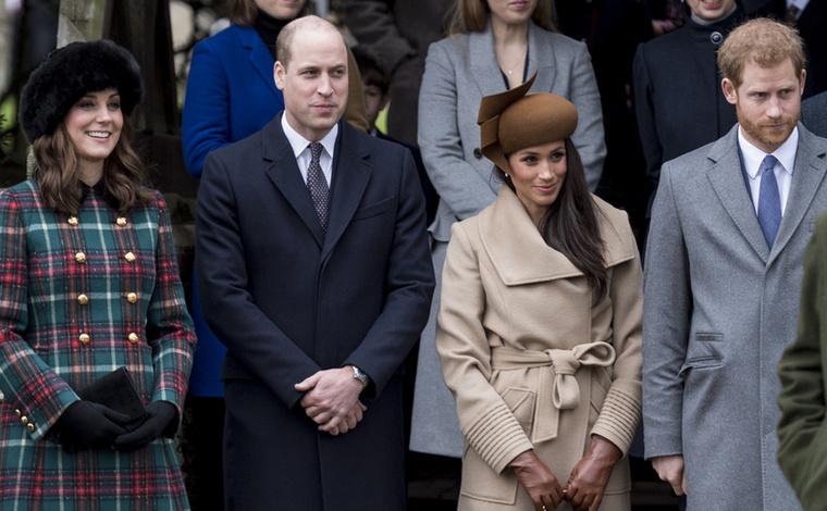 Hogy örülhet Katalin hercegné, hogy most nem neki kellett valami extravagáns fejfedőben parádéznia! Egy kicsit lelazulhatott és elég volt ezt már-már hétköznapi szőrős kucsmát viselnie.
