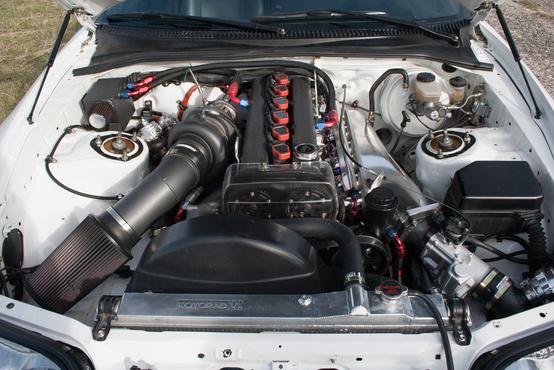 Ránézésre is komoly motor az épített 1,5JZ, hát még a hangja és az ereje