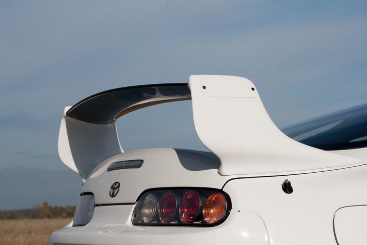 Márkajelzés nélkül ez a részlet simán elférne egy egzotikus, olasz sportkocsin is