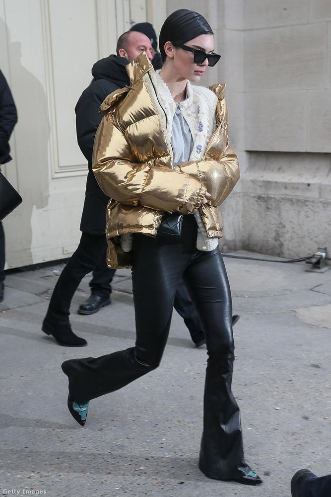 Többek között Kendall Jennernek köszönhető, hogy divatba jött az arany pufidzseki a szezonban.