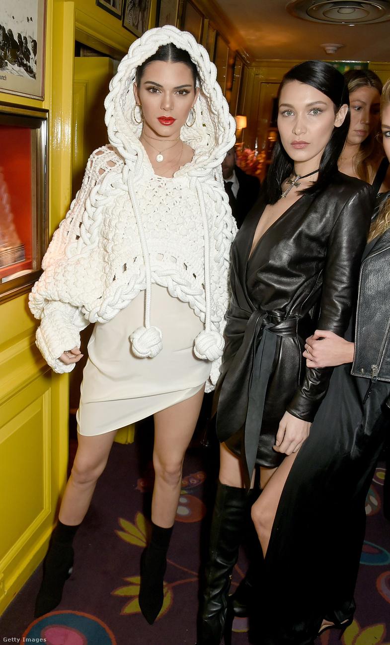 Kötött kapucnis pulcsiban kísérte el Bella Hadidot a LOVE Magazin és a Burberry közös londoni bulijára.