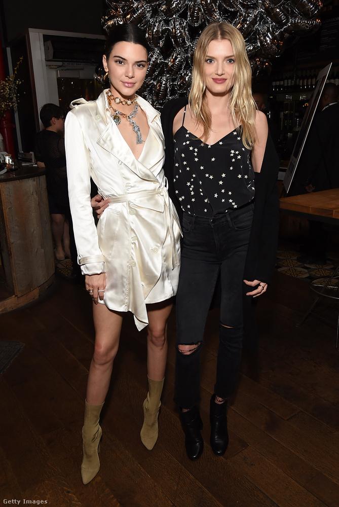 Pizsamafelsőnek látszó ruhában ment el Lily Donaldson modellel a Valerian és az ezer bolygó városa című Luc Besson film Los Angeles-i bemutatójára.