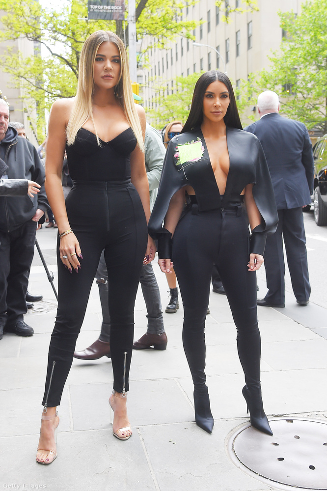 Nemcsak Kim Kardashian, de 33 éves testvére, Khloe Kardashian is szerette 2017-ben a macskanős cuccokat.