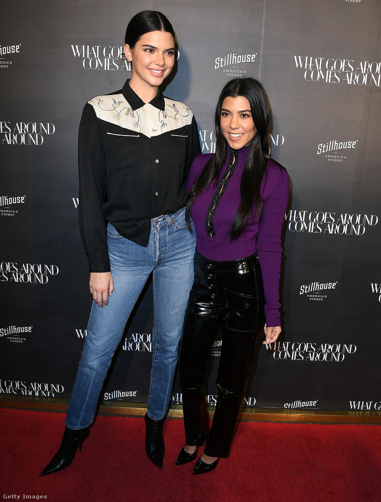 Egy visszafogottabb összeállítás Kendall Jennertől és Kourtney Kardashiantől Beverly Hillsben.