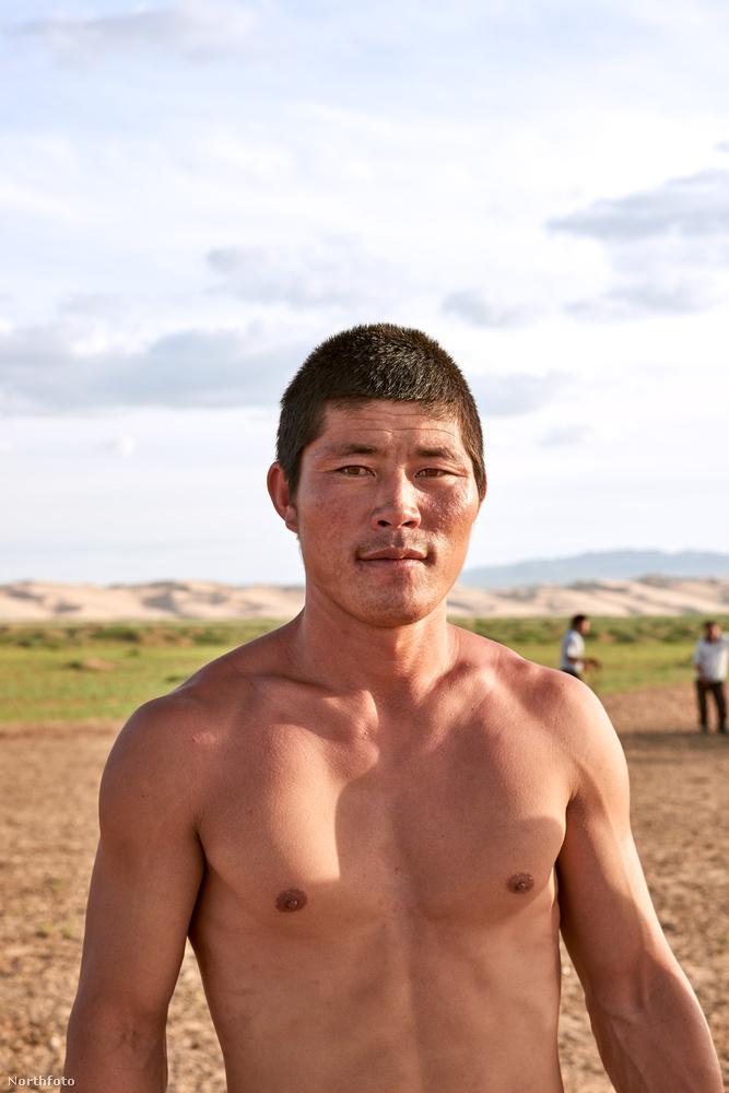 Dan Joseph fotós fantasztikus képeket készített idén, ez a portré a Góbi sivatagban készült Mongóliában.