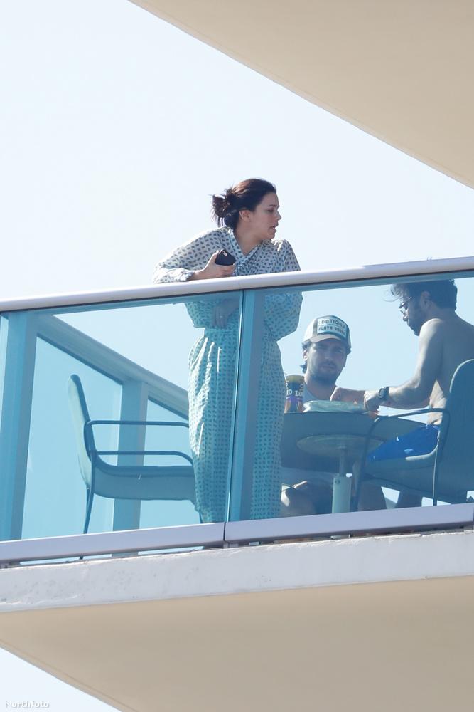 Eva Longoria nagyjából egy hete jelentette be, hogy férjével, José Bastónnal közös gyerekét várja