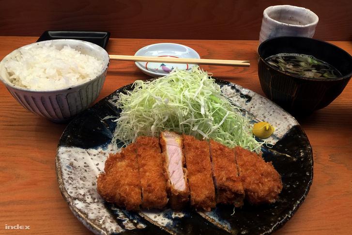Rántott sertéskaraj a Tonkacu Hinatában: a műfaj egyik csúcskategóriás terméke.