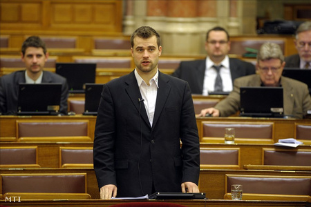 Staudt Gábor az Országgyűlés plenáris ülésén (Fotó: Kovács Attila)