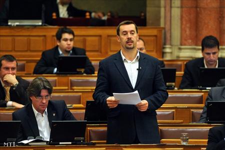 Sneider Tamás az Országgyűlés plenáris ülésén (Fotó: Soós Lajos)