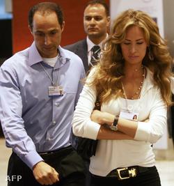 Gamal Mubarak feleségével