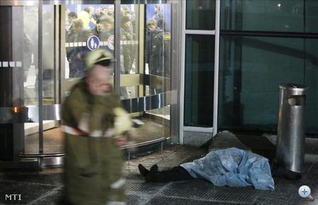 Az  öngyilkos merénylet áldozatairól kedd reggel is eltérő adatokat közöltek az orosz hatóságok: biztosnak annyi látszik, hogy a halálos áldozatok száma 35,
