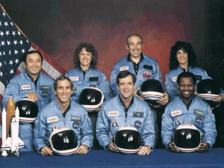 Balról jobbra: Onizuka, Smith, McAuliffe, Scobee, Jarvis, McNair, Resnik
