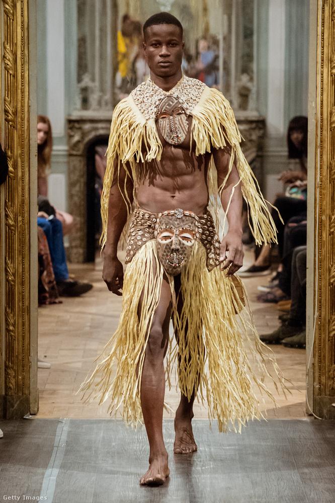 Ez pedig nem egy sima divatbemutató, hanem haute couture Párizsból! A Maison Anggy Haif divatház egy kreációja látható itt.