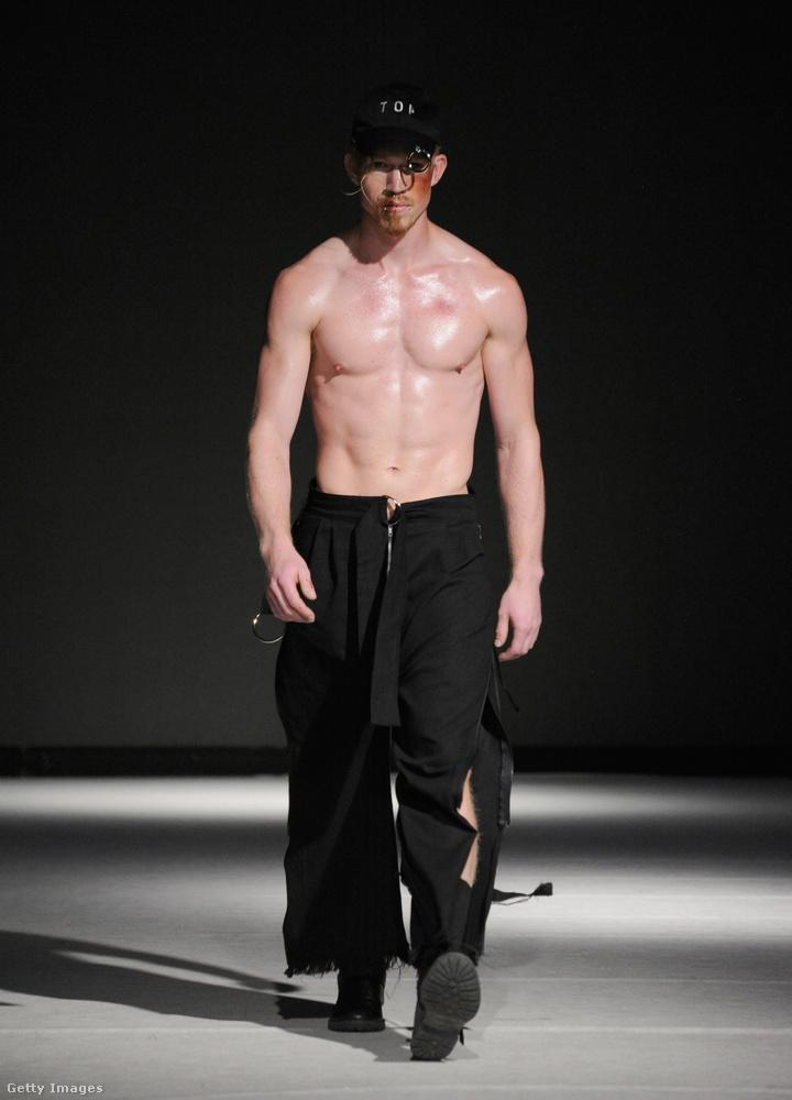 Jöhet még egy pár modell? Ő például az A D A M nevű márkának vonult szeptemberben Vancouver divathetén.