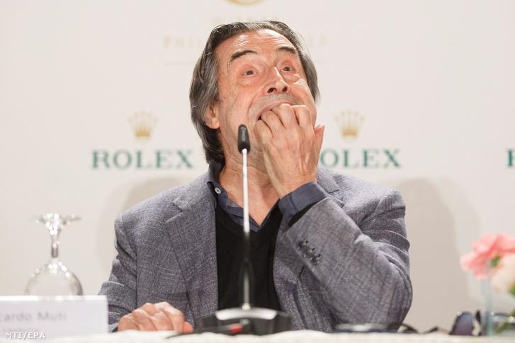 Riccardo Muti a Bécsi Filharmonikusok a hagyományos bécsi újévi hangversenyéről tartott bécsi sajtóértekezleten 2017. december 29-én. A zenekart Muti vezényli 2018. január 1-jén.