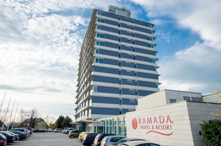 A balatonalmádi Ramada Aurora Hotel and Resort szállodát 2016-ban vette meg Mészáros Lőrinc cége