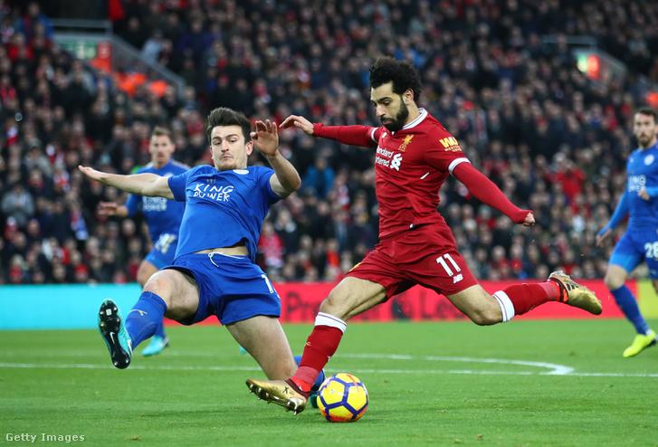 Mohamed Salah (Liverpool, pirosban) és Harry Maguire (Leicester City) a Liverpool és Leicester City december 30-i meccsén, Liverpoolban