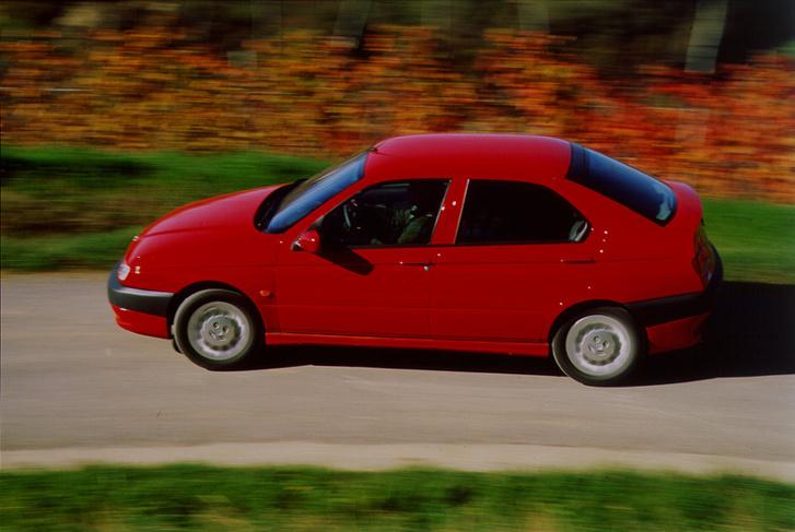 auto/ALFA ROMEO/146 1994-2001/XLARGE/01s
