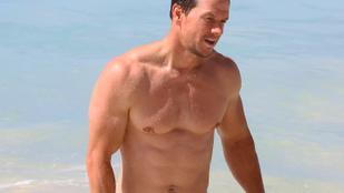 Mark Wahlberg mintha idén még jobb formában lenne a barbadosi nyaraláson