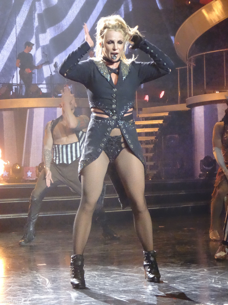 A váltást Celin Dionhoz kötik, aki még A kategóriás hírességnek számított, mikor 2003-ban leszerződött a Colosseum nevű szórakozóhelyjel
