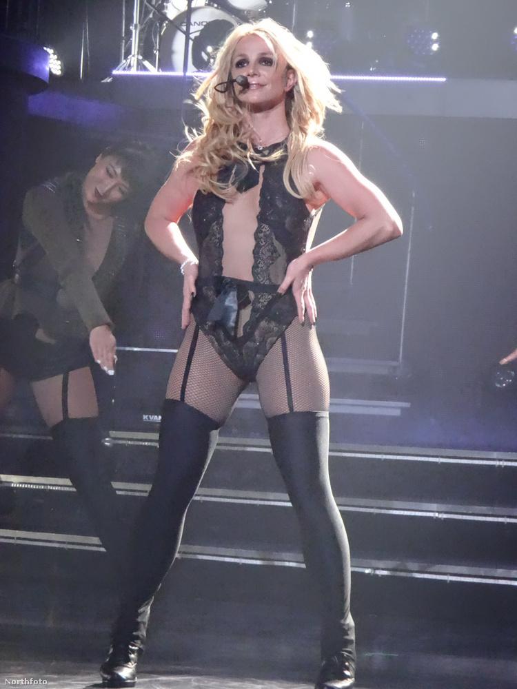 Spears 2013-ban szerződött le Las Vegasba és eredetileg két év alatt, száz fellépésről állapodott meg az étteremmel, ám a Britney: Piece of Me névre hallgató show-jának akkor sikere lett, hogy még két évre és 150 koncertre aláírtak.