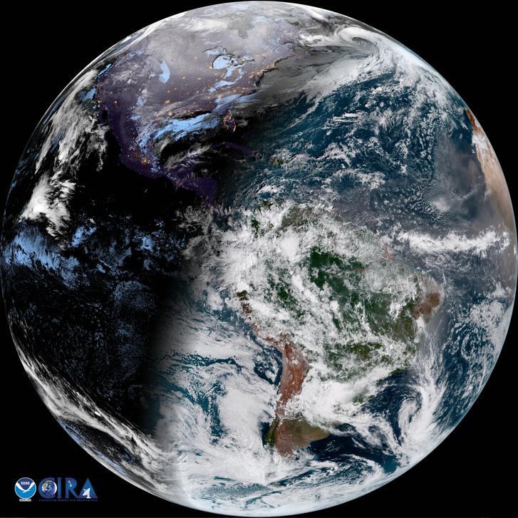 A Nap által megvilágított félteke színei olyanok, ahogy az emberi szem látná a Földet (2018. január 1-jén készült ez a kép is)